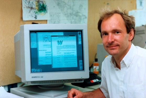Tim Berners-Lee con su creación, la WWW, en el entorno NeXTSTEP