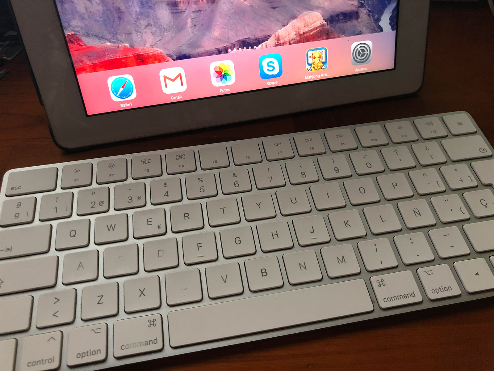 Teclado Magic Keyboard conectado a un iPad